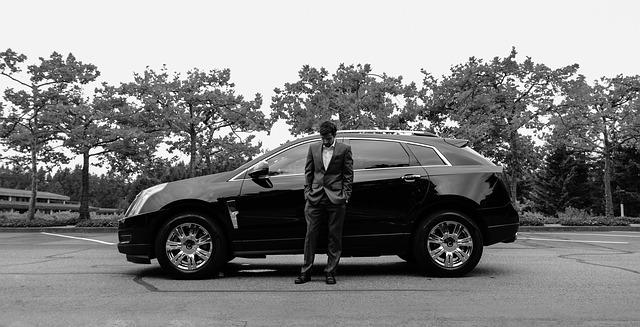 muž, oblek, velké auto