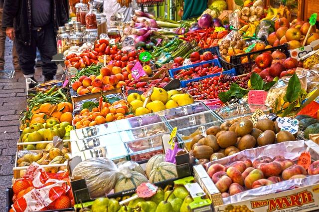 tržiště s ovocem.jpg